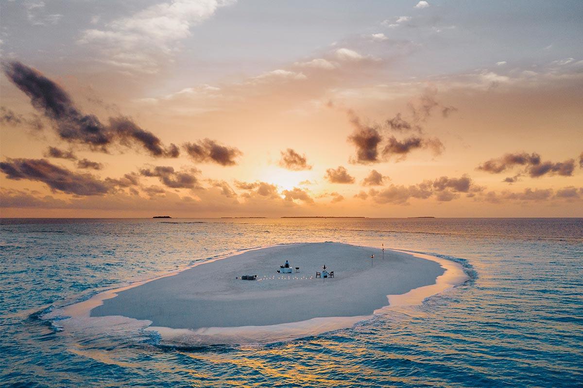 ReisekonzeptOO_RR_Beach_SandBank_Dinner_Twilight_Drone_4093_MASTER