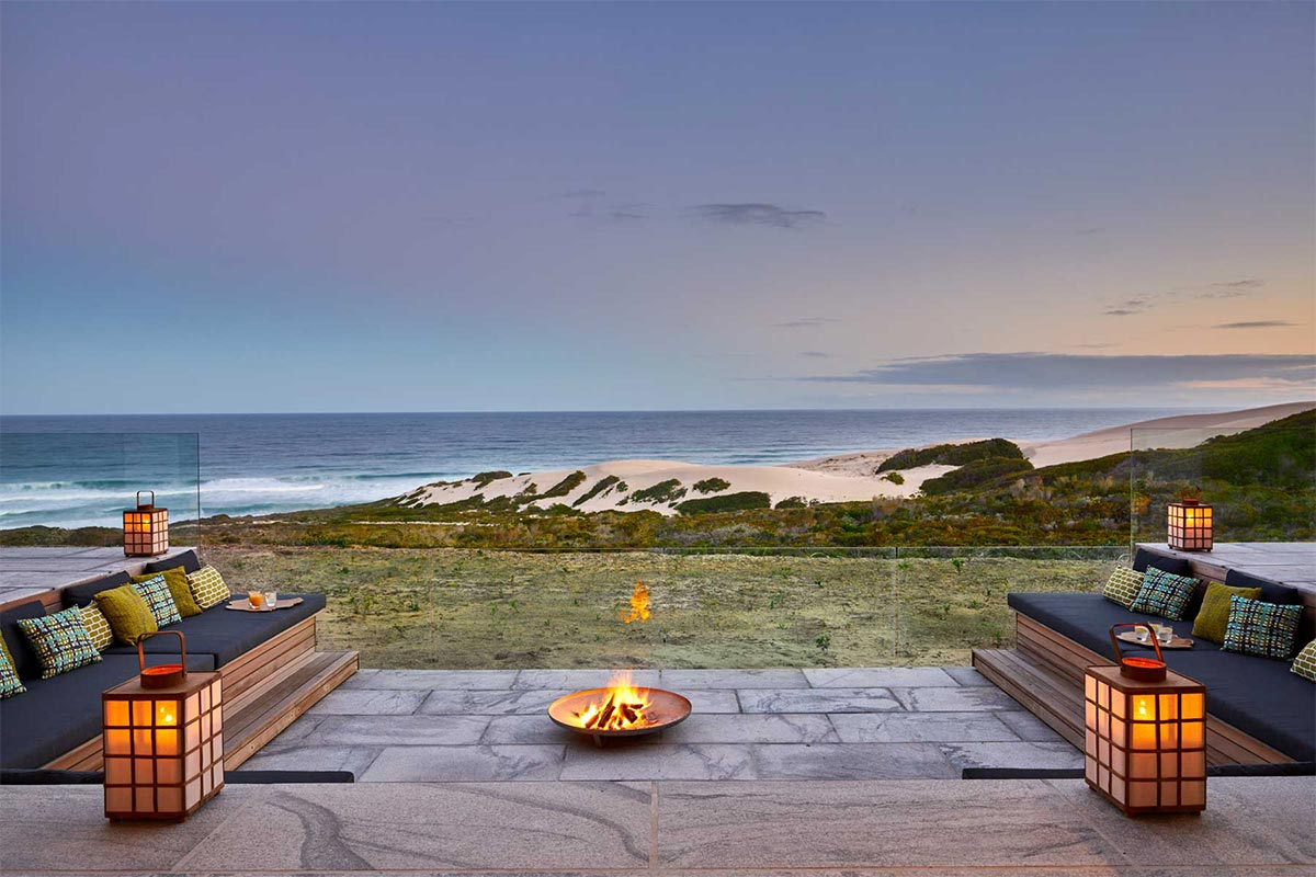 Morukuru_Beach_Lodge_Firepit_SeaviewReisekonzept