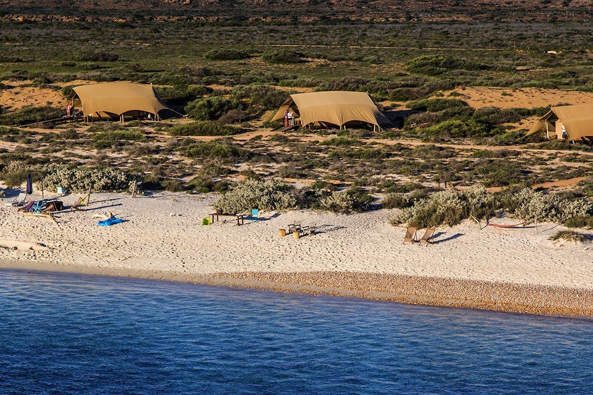 Sal-Salis_Ningaloo-Reef_Aerial_Tent-BeachReisekonzept